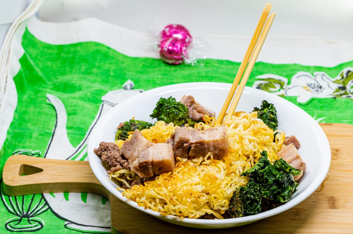 Pressure cooker minced beef and pork belly with fried noodles and kale sprouts