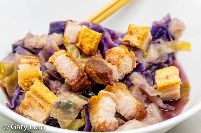 Oven-cooked pork belly with pressure cooker cabbage