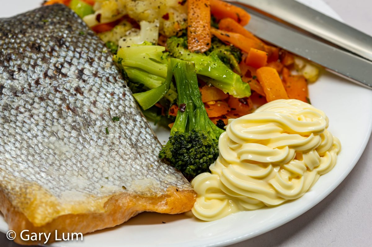 Oven-cooked salmon and steamed vegetables with kewpie mayonnaise