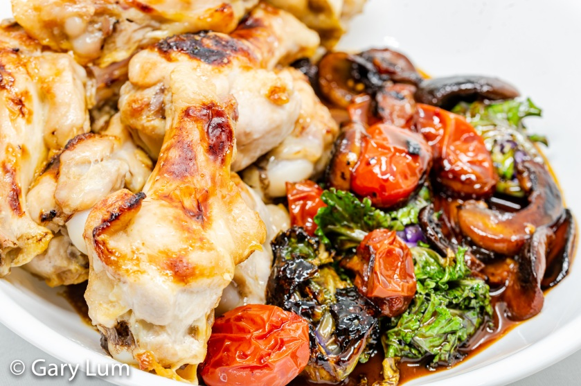 Chicken wings with creamy mushrooms, kale sprouts and cherry tomatoes