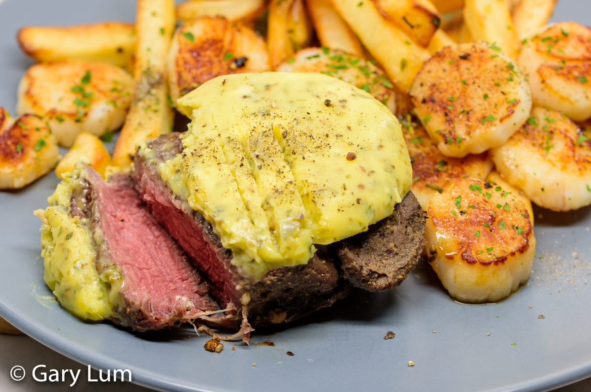 Garlic butter steak and chips tossed in garlic butter with scallops